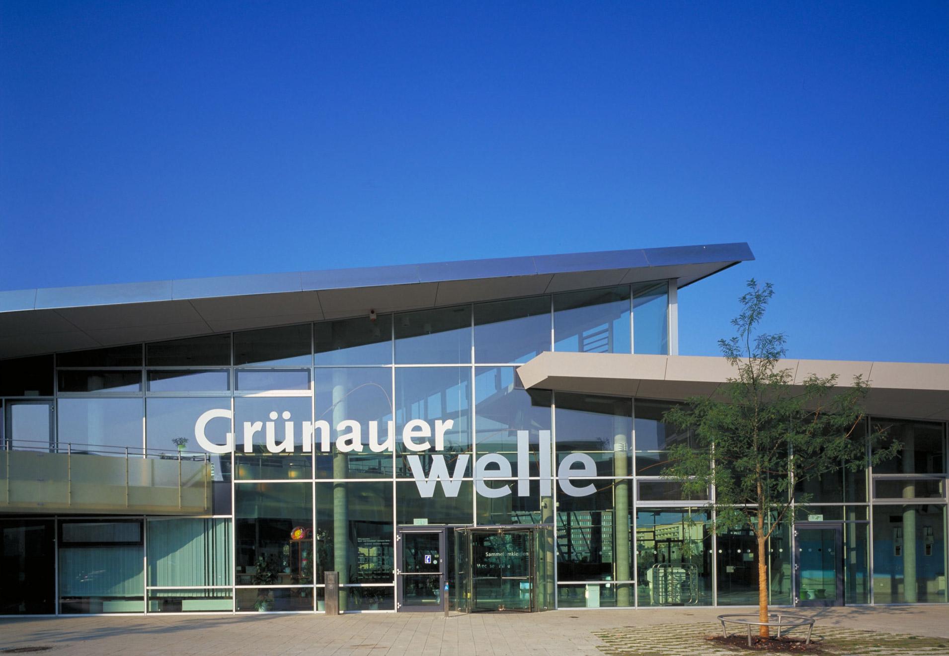 behnisch architekten swimming pool complex gr nauer welle. Black Bedroom Furniture Sets. Home Design Ideas